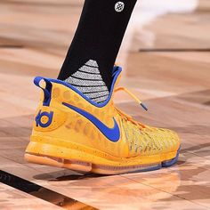 Kevin Durant laced up a new color way of the KD9 against the Lakers. #BRKicks