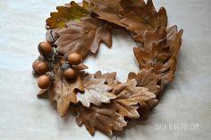 Co nosí po kapsách (Z lesa) Relax, Wreaths, Autumn, Holidays, Home Decor, Xmas, Holidays Events, Decoration Home, Door Wreaths