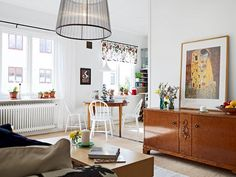 Simply Hue: I COULD LIVE HERE - AN ECLECTIC HOME. COLORED CHAIRS!!