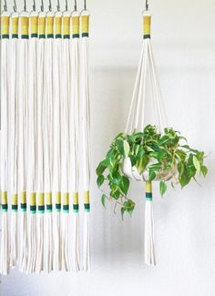 Makramee Love Plant Lover Gift Ideas - House Plant Club Macrame Plant Hanger and more! Macrame Design, Macrame Art, Macrame Projects, Macrame Knots, Micro Macrame, Diy Pompon, Macrame Hanging Planter, Hanging Plants, Idee Diy
