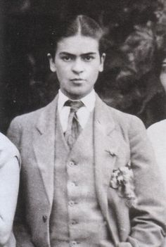 My heart flutters at my frida in a suit <3