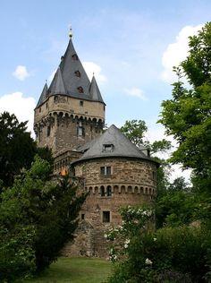 (via castle Huelchrath, a photo from Nordrhein-Westfalen, West   TrekEarth)  Hülchrath, North Rhine-Westphalia, Germany