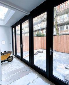 Kozijnen met zwarte aflak RAL 9005 in Amsterdam. Tuindeuren met een staallook Home Stairs Design, House Design, Inside Doors, Interior And Exterior, Interior Design, House Stairs, Forest House, House Windows, House Extensions