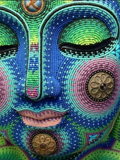 Beaded Buddha Face by Jan Huling. From 'Artful Beading' Buddha Kunst, Buddha Art, Seed Bead Art, Seed Beads, Raku Pottery, Art Perle, Mexican Art, Dot Painting, Bead Weaving