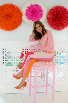 the wall, the chair... her style. I LOVE María Barros!!