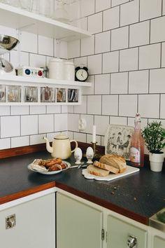 Bistro Kitchen, Kitchen Styling, Kitchen Dining, Kitchen Decor, Dining Area, Great Interior Design Challenge, Interior Design Inspiration, Kitchen Tiles, Kitchen Cabinets