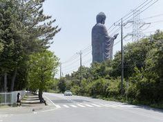 Fabrice Fouillet - Colosses - Amitabha Buddha Ushiku, Japan 110 m ft) Built in 1993 Amitabha Buddha, Modern Metropolis, French Photographers, Garden Statues, Unique Photo, Installation Art, Wonders Of The World, Worlds Largest, Art Photography
