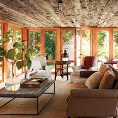 Earthy living room - beautiful wood decor http://www.casadevalentina.com.br/blog/materia/madeira-na-decora-o.html