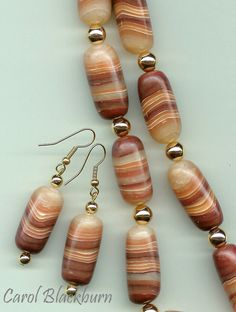 Polymer clay faux agate beads by Carol Blackburn. Fimo Clay, Polymer Clay Projects, Metal Clay Jewelry, Faux Stone, Polymer Clay Beads, Ivoire, Clay Tutorials, How To Make Beads, Beaded Jewelry