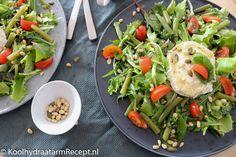 Gegrilde geitenkaas salade, de klassieke combinatie van een fris knapperige salade en warme zachte kaas met honing is echt een zalige uitvinding.