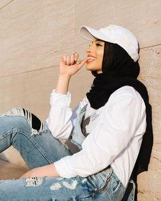 Porter la casquette avec le hijab facilement pour apporter du style à sa tenue ! D'autres conseils sur sosab.fr