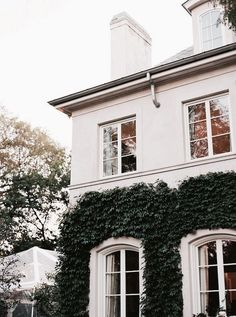 Home exterior architecture - interior design ideas - luxury real estate Exterior Design, Interior And Exterior, Exterior Paint, Exterior Houses, Facade Design, Future House, My House, House Goals, Home Living