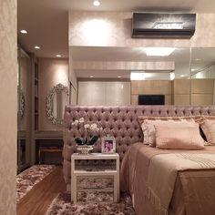 Boa noite queridossss!!! Suíte master linda demais!! Cabeceira em capitonê + espelho + papel parede! Ao fundo camarim com espelho veneziano!! 😱😱😴😴 #boanoite #instaarch #instadecor #interiores #decor #details #detalhes #decoracao #decorating #decorbrazil #detalhesqueamamos #decoracaodeinteriores #architect #arquiteta #arquitetura #arqmbaptista #arquiteturadeinteriores #suitecasal #marianemarildabaptista