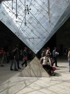 The Inverted Pyramid at the Lourve by Warren Henricus (remz_zeros), via Flickr