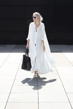 Cool long t shirt dress!! Guaranteed to attract attention! Floor length, loose, singe breasted dress. Made of cotton blend. Comes in white and black color. One size collar width 18cm shoulder 43cm shoulder with sleeve 67cm cuff 20cm bust 146cm waist 150cm length 97-125cm