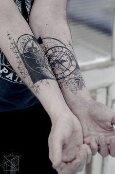 Nikos tattoo Paris; De l'art ou du cochon; abstract geometric tattoo; diptyque tattoo