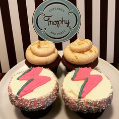 trophycupcakes's Elvis (Banana PB) and David Bowie (ziggystardust) cupcakes