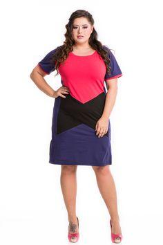 Első osztályú, tiszta pamut anyaga garantálja a kellemes viseletet a legnagyobb melegben is. Háta tiszta fekete, eleje és ujja rafinált. Mutatós színek és formák kombinálásával készült. Nem túl szűk fazonja a kerekebb alkatokon is remekül érvényesül. Dresses For Work, Fashion, Moda, Fashion Styles, Fashion Illustrations