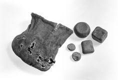perfectly preserved linen pouch from the Norwegian site Jåtten (B4772). It is 6 cm high and contained eight pieces of weights. Dated to the Viking Age!  http://www.unimus.no/felles/bilder/web_hent_bilde.php?id=13051835&type=jpeg