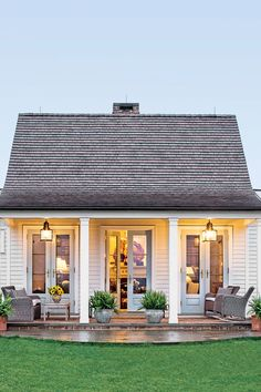 The Genteel Cottage - The Art of Living Small - Southernliving. Location: Orange, VirginiaSize: 1200 square feetDesigner: Sam BlountArchitect: Madison Spencer A couple from Connecticut moved down South with the plans to develop land in Virginia's horse country. With a plan that would take years to complete, they decided to start with a guest house to provide lodging while the main house and stables were built. The straightforward floor plan can be seen in the cottage's simple exterior.