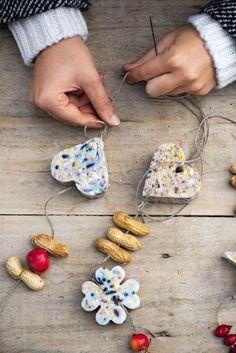 Bird Feeder Craft, Bird Feeders, Crafts To Do, Crafts For Kids, New Years Traditions, Bird Tree, Bulb Flowers, Land Art, Creative Kids
