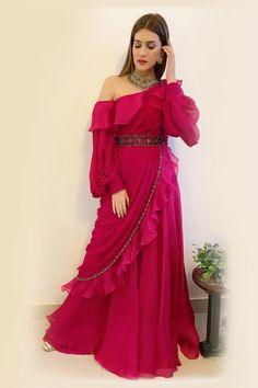 Lehenga Designs, Kurta Designs, Saree Blouse Designs, Dress Designs, Indian Designer Outfits, Indian Outfits, Designer Dresses, Indian Attire, Indian Clothes