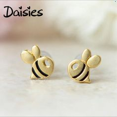 Daisies 1Pair Fashion Cute Bee Stud Earring for Women Honey Bee Earrings Unique Design Tiny Animal Earrings as Lady Gift