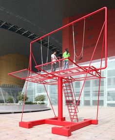The Unbearable Lightness of Being. This piece of urban furniture, by being nomad, allows the reactivation of different public spaces. It enables inhabitants to reappropriate fragments of their city. They will both escape and dominate public space through