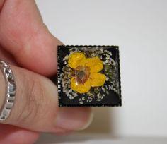 Anello in resina. Anello fiori essiccati. Anello di IntreccidiFili