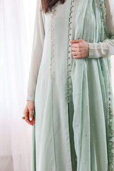 Stylish Dresses For Girls, Stylish Dress Designs, Designs For Dresses, Simple Dresses, Elegant Dresses, Indian Fashion Dresses, Indian Designer Outfits, Fashion Outfits, Indian Dresses For Women
