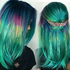 """💕@hairbykaseyoh says, """"Being apart of yet another badass pulp riot lab and having @lalasupdos style my model's color💙💚in heaven🌌😇 so grateful that people like my work enough to involve me in things like this. I just think back to sitting in my room at 13 coloring my hair with manic panic or some random color gel I found at the store thinking 'I'm Gonna make this a thing'  17 years later ✌️Style by @lalasupdos . . . #hologramhair #greenhair #bluehair #hairpainting #hairart #hairjewelry…"""