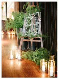 acrylic wedding sign decor / http://www.himisspuff.com/acrylic-and-lucite-wedding-decor-ideas/2/