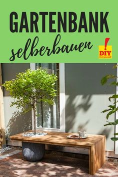 Instructions: Build a small tree bench yourself - with shade .- Anleitung: Baumbank im Kleinformat selber bauen – mit Schattenspender! Build a tree bench in small format yourself. With free building instructions! Diy Garden Projects, Diy Garden Decor, Small Gardens, Outdoor Gardens, Tree Bench, Garden Types, Small Trees, Garden Beds, Garden Chairs