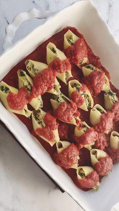 Vegan Stuffed Shells, Spinach Stuffed Shells, Stuffed Shells Recipe, Vegan Menu, Vegetarian Recipes Dinner, Veggie Recipes, Snack Recipes, Vegan Ricotta, Spinach Ricotta