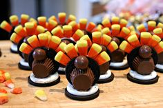 candycorn decorated turkey with oreo cookies great topping for cupcakes! Can use Reese Cups or Rolo for body