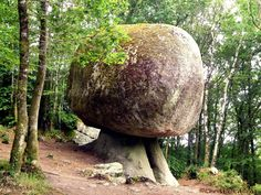 Le ''champignon'' de la Forêt d'Huelgoat, Finistère (France) - Crédit Photo : Christian Alinat