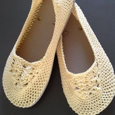 Lightweight Slippers with Flip Flop Soles Crochet pattern by Jess Coppom Crochet Slipper Pattern, Crochet Slippers, Crochet Patterns, Flip Flop Shoes, Flip Flops, Make And Do Crew, Universal Yarn, Baby Scarf, Christmas Knitting Patterns