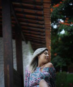 Fotografia feminina. Retratos femininos externos, em meio a natureza que inspiram e valorizam a beleza da mulher no simples. Luz natural.  📸: Fernanda Ephigênio