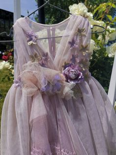 Φόρεμα βαπτιστικο με ροζ σάπιο μήλο τόνους, με λουλούδια και ασύμμετρη φούστα. Πολύ ρομαντικό. Victorian, Dresses, Fashion, Gowns, Moda, Fashion Styles, Dress, Vestidos