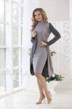 Stylish business woman suit London Consists of a image 5 Sheath Dress, Dress Skirt, Looks Kate Middleton, Hijab Fashion, Fashion Dresses, Suits For Women, Clothes For Women, Vetement Fashion, Looks Chic