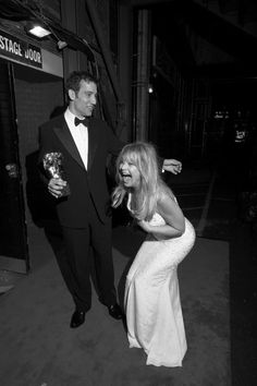 this is a great photo of two of my faves…Goldie and Clive.    awesomepeoplehangingouttogether:    Clive Owen and Goldie Hawn