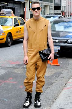 for SOME reason, I just don't think this look is really gonna take off.Men's Fall 2012 jumpsuit and shoes, with 31 minute bag Men's Fashion, Urban Fashion, Fashion Outfits, Spring Fashion, Mens Coveralls, Jumpsuit Pattern, Mens Fall, Men Street, Menswear