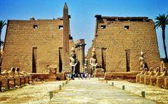 Egipto Excursiones te ofrece un tour  inolvidable a Luxor de un dia incluyendo los traslados,los boletos de avion,las visitas a Karnak y luxor,Valle de reyes y