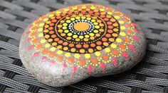 Deco, Garden, Beach Stones, Hobbies, Painted Rocks, Artists, Painting On Stones, Mandala Rocks, Natural Stones