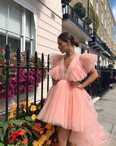 Photo September 13 2019 at womens fashion style hats shoes minimal simple dress ootd summer comfortable for her ideas tips street Full Skirts, Short Skirts, Louise Thompson, Ankle Length Pants, London England, Dress Up, Tulle, Chester, Party Dresses