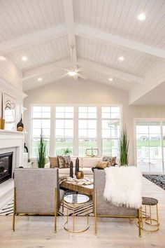 Vaulted Ceiling Design What's the first thing that comes to your mind when you hear Vaulted Ceiling Lighting, Shiplap Ceiling, Home Ceiling, Ceiling Ideas, Vaulted Ceilings, Vaulted Living Rooms, Home Living Room, Living Room Designs, Living Room Windows