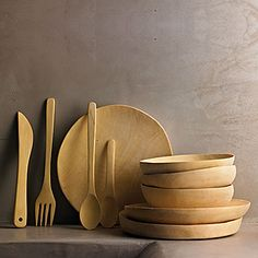 Beautiful wooden bowls and plates and utensils Wooden Bowls, Wooden Spoons, Wooden Plates, Kitchenware, Tableware, Chaise Vintage, Wooden Kitchen, Kitchen Utensils, Wood Turning