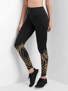 GapFit Wonder Woman&#153 shield leggings