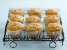 Receita de Muffins salgados super versáteis - 2 colheres (sopa) de azeite, 2 xícaras (chá) de espinafre picadinho (ou outro recheio de sua preferência), 4 u...