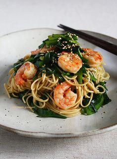 作り方はとても簡単ですが、海老やニラの旨味がダイレクトに伝わってきます。コチュジャンの辛味がほどよい刺激となり、食が進みそうです。スタミナをつけたいときにもピッタリです。